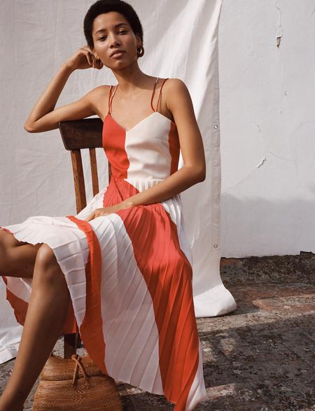Mango nos introduce a la época primaveral con sencillez y elegancia