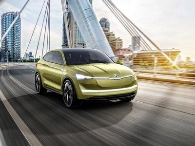 Hemos 'conducido' el nuevo Škoda Vision E en la planta 31 de un rascacielos, pero a través de realidad virtual