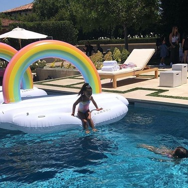 La familia Kardashian celebra la fiesta infantil a la que todas querríamos asistir: con unicornios por todas partes