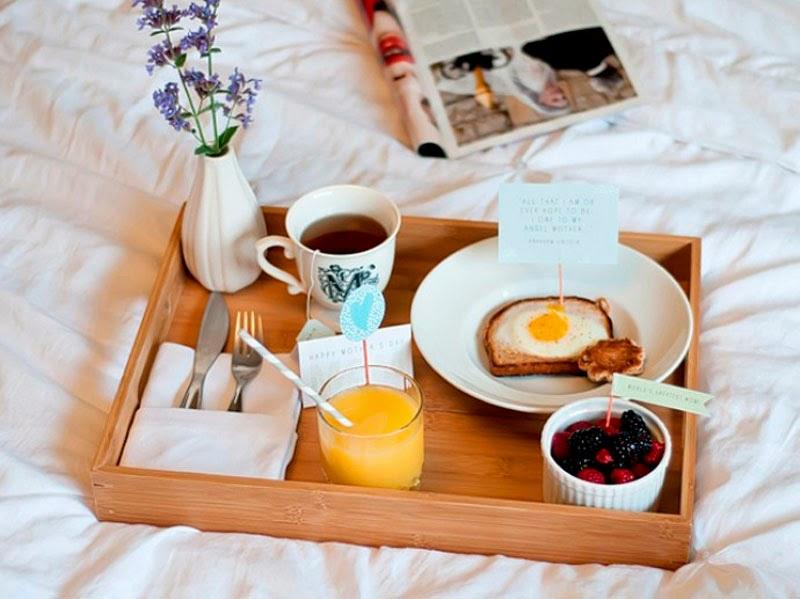 Desayuno en la cama y corrida de postre - SEXO GAY XXX