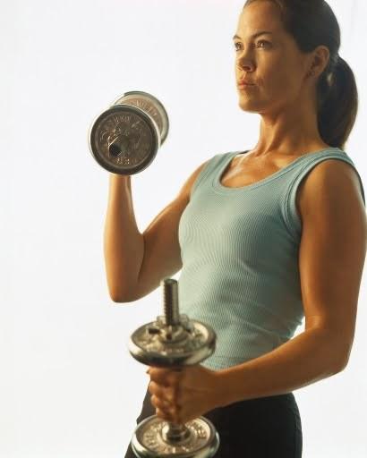 Las mujeres también deben hacer pesas