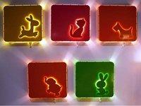 Coloridos apliques de luz para la habitación infantil