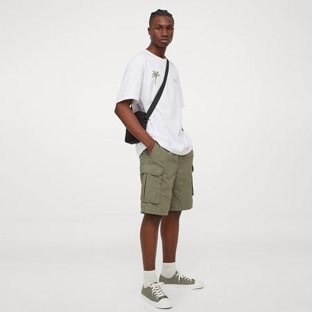 Siete piezas de inspiración cargo de H&M con las que la falta de bolsillos en verano no será problema