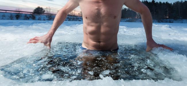 Si quieres aumentar tu fuerza y tu masa muscular, no te metas en agua fría después de entrenar