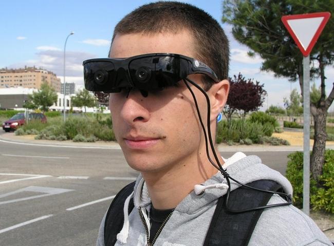 Unas gafas que ayudan a detectar obstáculos ya se prueban en España