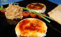 Rulo de cabra y foie caramelizado con cebolla frita
