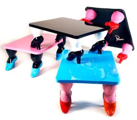 De la colaboración entre Parra y Toykio ha salido una mesa de tacones