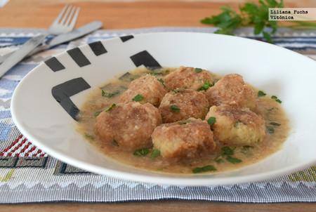 Albóndigas de merluza y gambas en salsa verde: receta saludable ideal para tupper