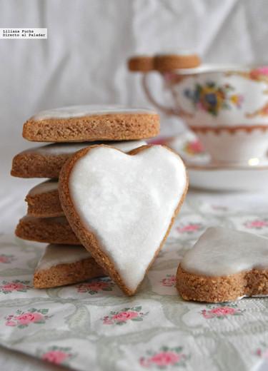 Galletas corazón de almendra, canela y cardamomo. Receta de galletas románticas