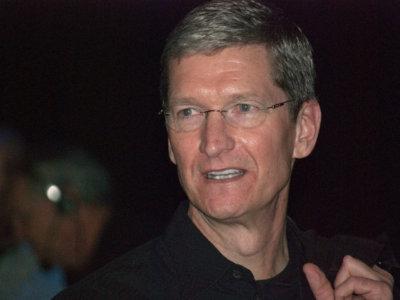 Apple no dará su brazo a torcer frente al FBI: nueva carta, memorando interno y fichaje de un abogado estrella