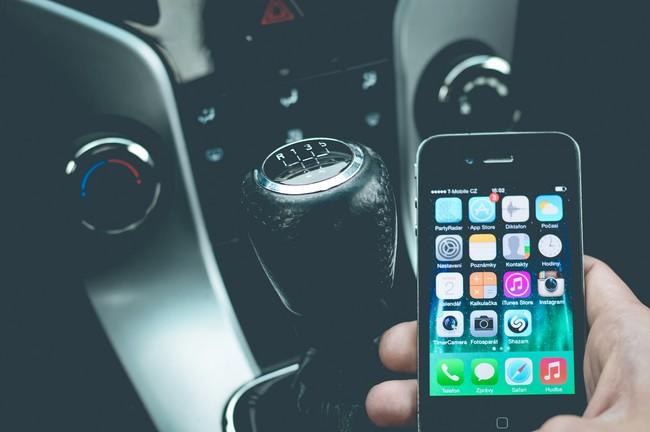 La gente prefiere pagar su teléfono que su auto