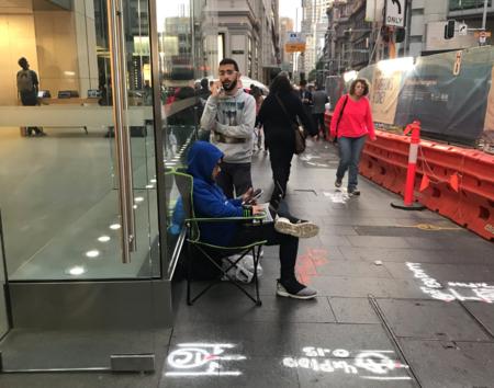 Da igual que aún no lo hayan presentado: ya hay cola en Sydney para comprar el nuevo iPhone