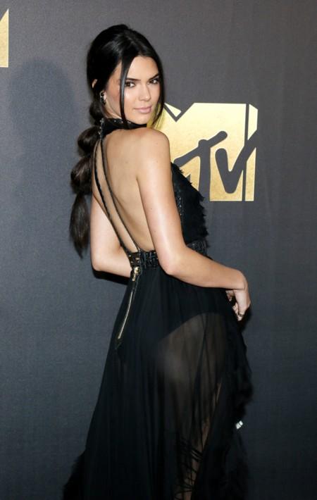 Kendall Jenner, Gigi Hadid y Cara Delevingne se hacen con la alfombra roja de los MTV Movie Awards 2016
