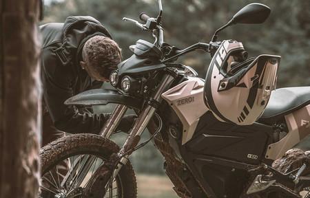 Zero estaría trabajando en versiones más camperas de sus motos eléctricas DSR y FX y ya ha registrado los nombres