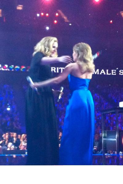 Kylie Minogue y Adele en los Brit Awards