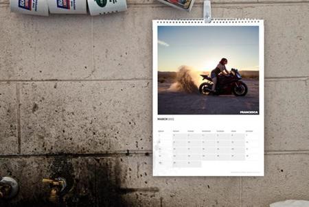 Calendario 2015, damas en moto