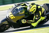 Valentino Rossi acaba con los rumores y pasa por el quirófano