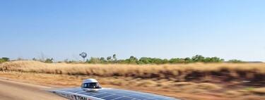 Las (imposibles) cuentas para conseguir un coche solar autónomo que se recarga solo con luz solar