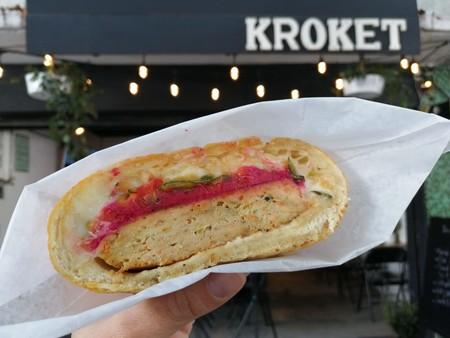 Kroket: empanadas del tamaño de una hamburguesa cubiertas de pan húngaro de papa