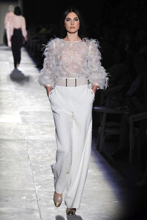 Foto de Chanel Alta Costura Otoño-Invierno 2012/2013: rosa, gris, brillos y nuevo vintage (47/61)