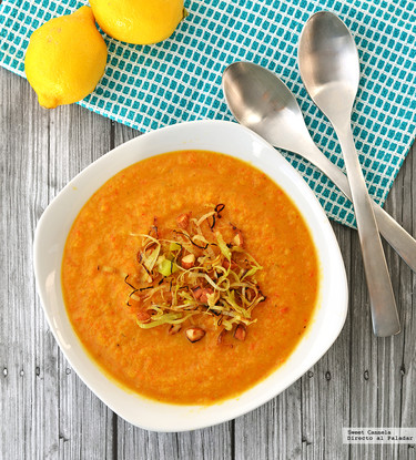 Sopa de coliflor, pimientos y cúrcuma. Receta