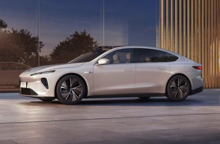 """El NIO ET7 es el primer sedán de """"la Tesla china"""": dispone de conducción semiautónoma y prometen una autonomía de hasta 1.000 km"""