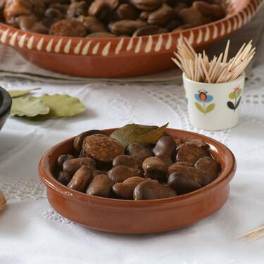 Michirones murcianos: receta tradicional del típico guiso de habas secas y chorizo (ideal para el tapeo)