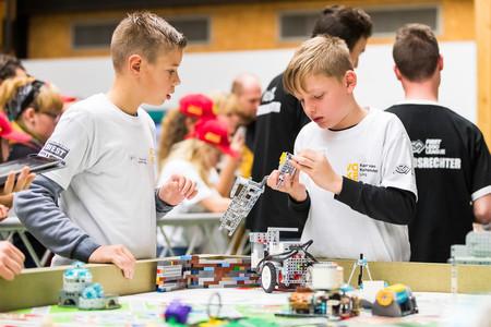 La cantera española de ingenieros, científicos o diseñadores del futuro se entrena con Lego hasta 37 horas a la semana