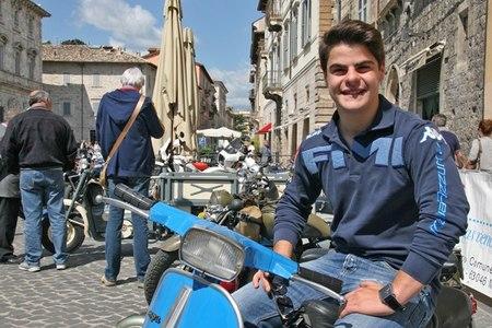 Romano Fenati se lesiona el pie ¿haciendo motocross? No, peleándose con un policía
