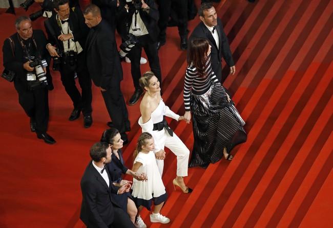 Marion Cotillard vuelve a apostar por el pantalón para pisar la alfombra roja de 'Angel Face' en el Festival de Cannes 2018