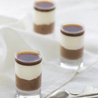 Café, chocolate y mascarpone. Lo mejor del tiramisú en un vasito. Receta