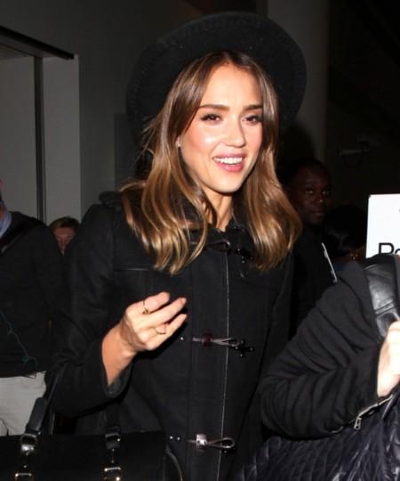 ¿Sonrisas o lágrimas al último look de Jessica Alba?