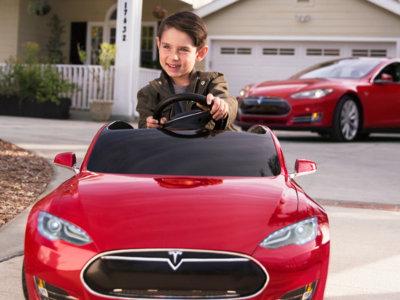 Este Tesla Model S para niños es eléctrico, lujoso, divertido y muy, muy caro