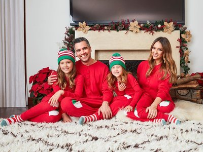 Muchas celebrities pasan las Navidades como tú: en pijama