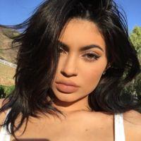 Y Kylie Jenner sigue ampliando la gama de colores de sus labiales