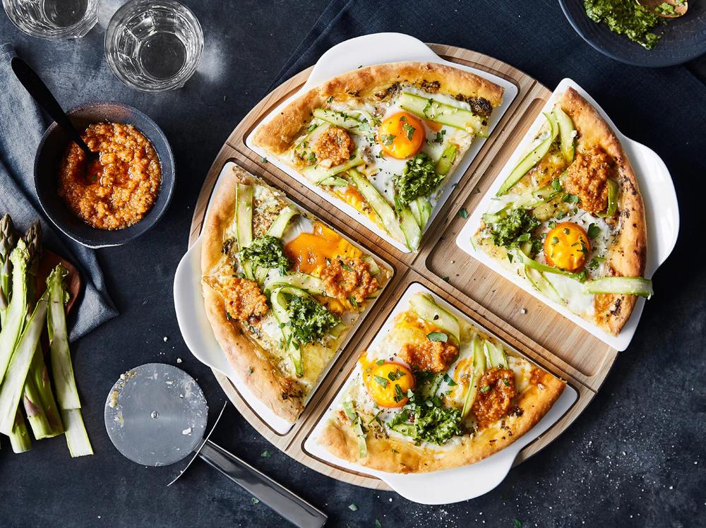 Bandeja de bambú con 4 platos triangulares para pizza