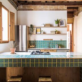 La semana decorativa: un salón perfecto, una cocina en negro e ideas para decorar casas pequeñas o de alquiler