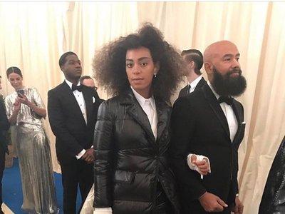 Solange Knowles o cómo acudir a la Gala MET 2017 con un vestido-plumón
