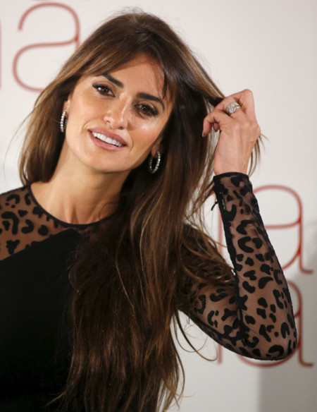 Penélope Cruz reaparece en Madrid luciendo melena y un look muy natural