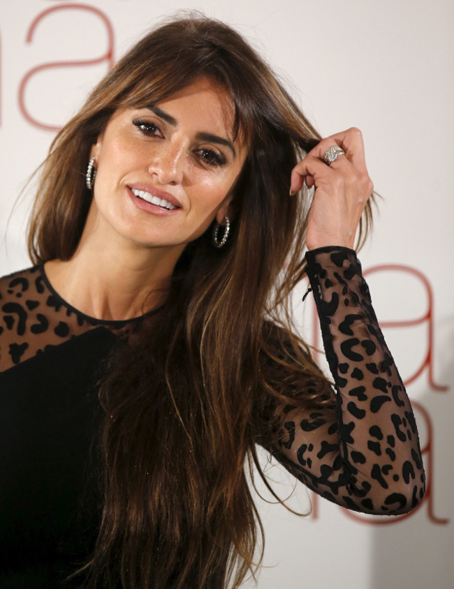 I don't do Twitter, Facebook; none of th by Penelope Cruz ... Pictures Of Stephen Hawking