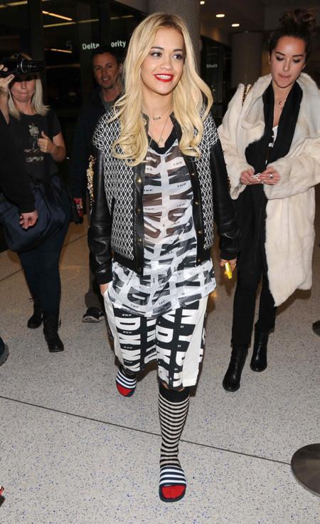 Rita Ora DKNY look calle