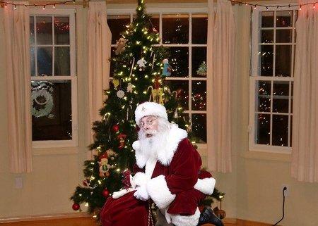 Los expertos alertan que Papá Noel podría ver afectada su salud por no dormir