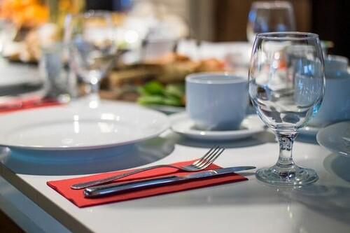 Un vale de comida para autónomos y exenciones en su cotización, crearían 24.000 empleos en hostelería en un año, según AEEVCOS