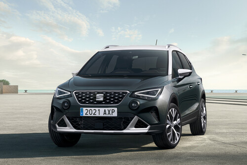 El SEAT Arona 2022 se renueva: rostro agresivo y mejores interiores para el SUV más pequeño de SEAT