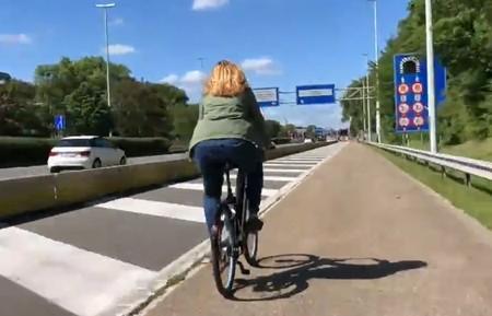 Bruselas ya tiene su primera autopista para bicicletas, y está junto a una de las autovías con más tráfico de la capital