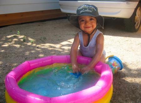 La foto de tu bebé: José Manuel en la piscina