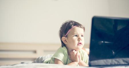 ¿Quieres que tu hijo duerma mejor? No dejes que use dispositivos móviles antes de acostarse
