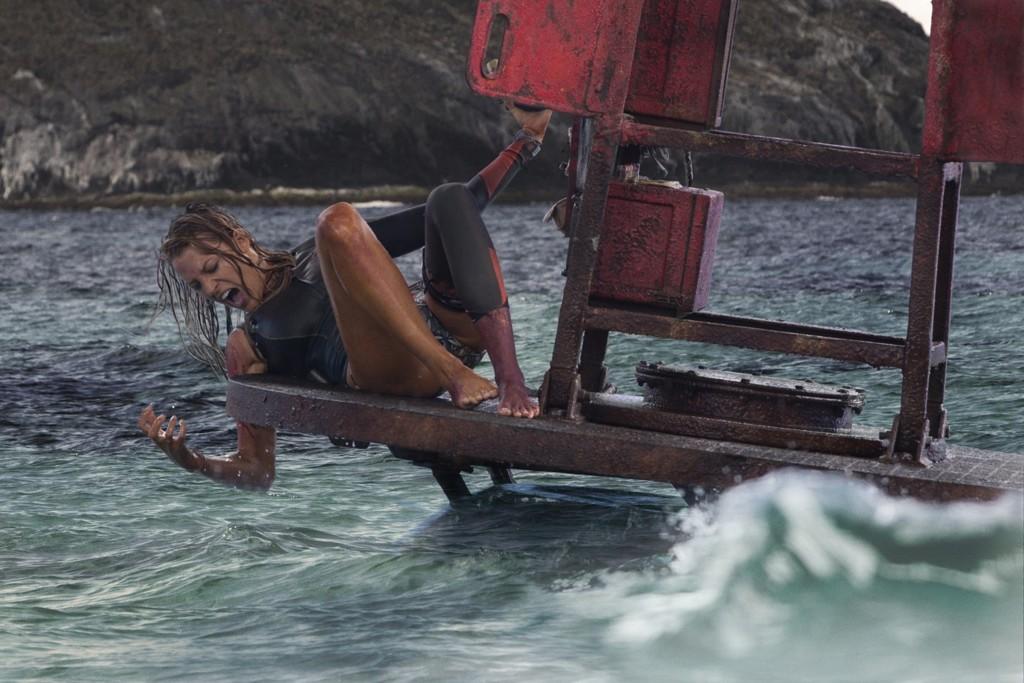Blake Lively Contra Tiburon Infierno Azul