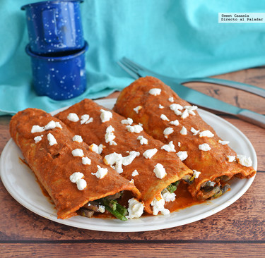 Enchiladas rellenas de champiñones y espárragos. Receta vegetariana