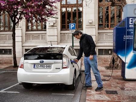 ¿Dudas sobre la seguridad eléctrica de los coches híbridos? Estas son las respuestas
